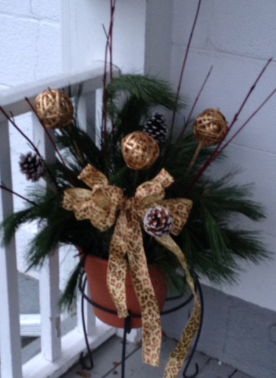 Day 6 urn planter door stoop decoration a wandaful thing for 12 days of christmas door decoration