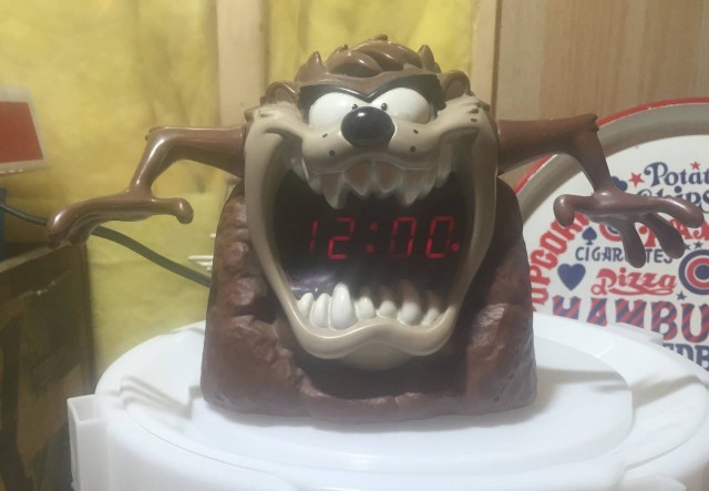 Tazmanian devil clock