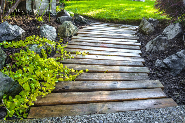 pallet-wood-path-funky-junk