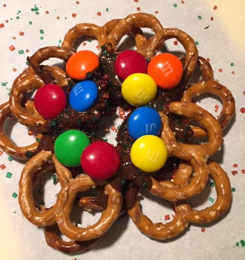 Day 11 – Edible DIY Pretzel Wreaths